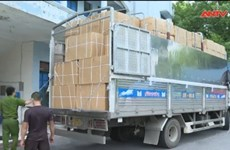 Thuê xe 'luồng xanh' để chở thiết bị y tế không rõ nguồn gốc