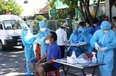 Thủ tướng chỉ đạo quan tâm hơn nữa đến đội ngũ y, bác sỹ chống dịch