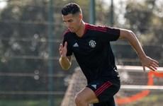 Cristiano Ronaldo miệt mài tập luyện, sẵn sàng đá trận ra mắt M.U