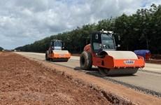 Giải quyết tình trạng thiếu đất san lấp ở cao tốc Phan Thiết-Dầu Giây