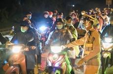 Hà Nội: Kịp thời hỗ trợ người dân từ phía Nam về quê di chuyển qua