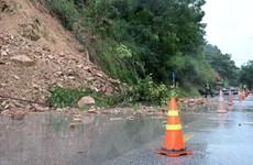 Hòa Bình: Mưa lớn gây sạt lở, giao thông trên tuyến Quốc lộ 6 ách tắc