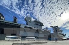 Tàu sân bay HMS Queen Elizabeth của Anh cập cảng Singapore