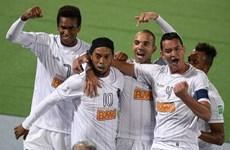 Đội của Ronaldinho thảm bại, Raja tranh cúp với Bayern