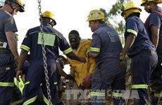 Giải cứu các công nhân bị kẹt trong mỏ vàng ở Nam Phi