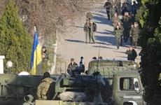 Clip tự vệ Crimea chiếm căn cứ lính thủy đánh bộ Ukraine