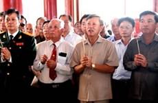 Người Việt tại Lào dâng hương viếng Chủ tịch Hồ Chí Minh