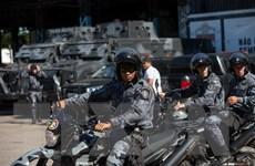Cảnh sát Brazil vất vả với các cổ động viên cuồng nhiệt