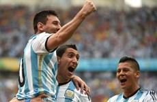 Messi lập cú đúp, Argentina và Nigeria cùng nhau vào vòng trong