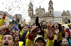 Một cổ động viên Colombia chết vì đạn lạc khi đang ăn mừng