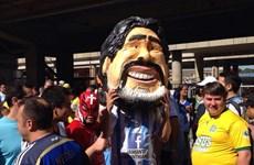 Ở Argentina, Messi không bao giờ sánh được với Maradona