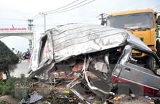 Xe khách đối đầu xe tải làm hàng chục người bị thương nặng