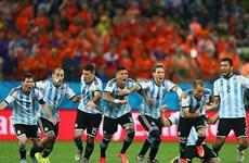 """Không còn """"phép màu"""" van Gaal, Hà Lan nhìn Argentina vào chung kết"""