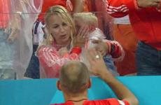 Con trai Robben khóc rưng rức khi chứng kiến thất bại của Hà Lan