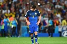 Lionel Messi buồn bã và suýt khóc khi nhận Quả bóng vàng