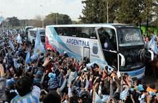 Leo Messi và các đồng đội được chào đón nồng nhiệt tại quê nhà