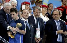 Maradona chỉ trích việc FIFA trao Quả bóng Vàng cho Messi