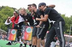 Các cầu thủ Đức quậy tưng bừng ở buổi lễ ăn mừng chức vô địch