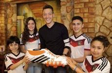 Mesut Oezil trả tiền phẫu thuật cho nhiều trẻ em ở Brazil