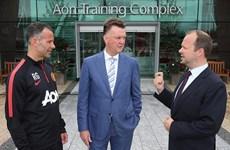 """Vừa đến Old Trafford, Van Gaal đã gây sốc với """"danh sách đen"""""""