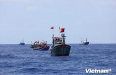 Tàu cá bị chìm ở vùng biển Bình Thuận làm một ngư dân mất tích