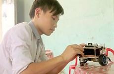 Cậu bé 14 tuổi chế tạo robot thám hiểm địa hình nguy hiểm