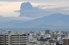 Nhật Bản: Núi lửa phun trào khiến hàng loạt chuyến bay bị hủy
