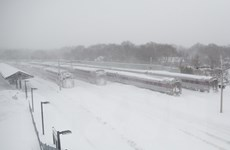 Bờ Đông nước Mỹ tiếp tục hứng chịu bão tuyết lớn và giá rét