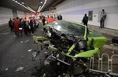 Hai siêu xe nát vụn khi va chạm với nhau trong đường hầm