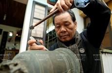 [Photo] Sự khổ luyện của đệ nhất khắc chữ chuông đất Hà thành