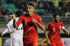 Guerrero lập hat-trick giúp Peru vào bán kết Copa America 2015