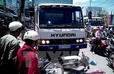 Xe máy va chạm với ôtô tải làm hai người tử vọng tại chỗ