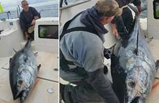 Ngư dân chinh phục con cá ngừ khổng lồ sau 4 tiếng vật lộn