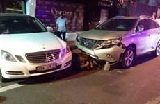 Nhân viên trông xe lái ôtô của khách gây tai nạn liên hoàn