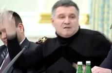 Chính trường Ukraine tiếp tục dậy sóng với màn ném cốc nước