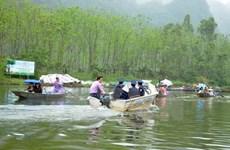 Tạm giữ phương tiện của đối tượng chèo kéo khách ở chùa Hương