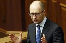 """Thủ tướng Ukraine Arseny Yatsenyuk tố cáo bị """"đâm sau lưng"""""""
