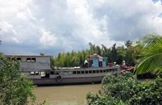 Sà lan đâm trực diện khiến cầu đổ sập hoàn toàn ở Hà Tĩnh