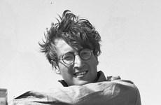 Đấu giá loạt ảnh chưa từng công bố của huyền thoại John Lennon