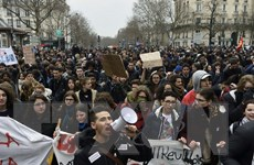 Hàng trăm cuộc biểu tình, đình công diễn ra trên khắp nước Pháp