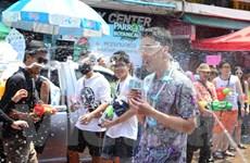 Du khách thích thú với những màn té nước trong Lễ hội Songkran
