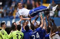 """Chelsea gây bất ngờ khi gia hạn hợp đồng với """"lão tướng"""" John Terry"""
