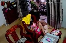 [Video] Bắt kẻ xông vào nhà dân cướp iPad trên tay bé gái