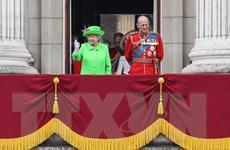 Nữ hoàng Elizabeth II rạng rỡ trong lễ mừng sinh nhật lần thứ 90