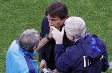 HLV Antonio Conte đã đổ máu trong chiến thắng của Italy
