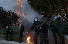 Bạo loạn dưới chân tháp Eiffel trong ngày Bồ Đào Nha vô địch
