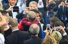 Ronaldo rạng rỡ khi gặp Sir Alex trong trận chung kết EURO 2016