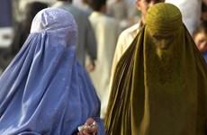 Đa số người dân Anh ủng hộ lệnh cấm dùng trang phục trùm đầu