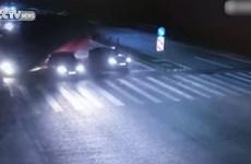 [Video] Lái xe taxi chết oan uổng vì dừng lại chờ đèn đỏ