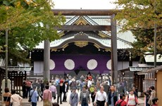 Trung Quốc chỉ trích các bộ trưởng Nhật Bản thăm đền Yasukuni